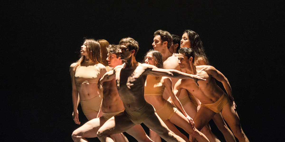 Ensemble-Scene aus John Neumeiers »Le Sacre« © Wiener Staatsballett/Ashley Taylor