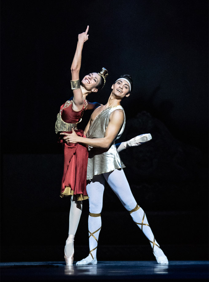 »Sylvia«: Ketevan Papava (Diana) und James Stephens (Endymion) © Wiener Staatsballett/Ashley Taylor
